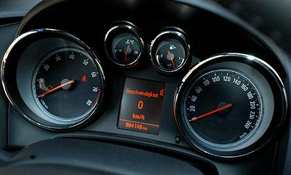 Opel Astra GTC: Instrumente, Tacho