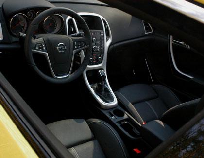 Opel Astra GTC Turbo Test: Cockpit