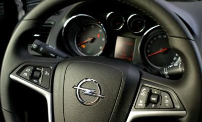 Opel Insignia Sportstourer Test: Cockpit, Lenkrad