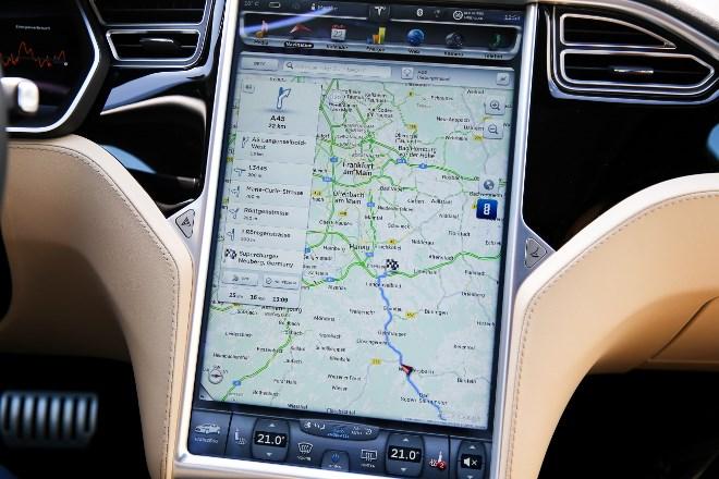 Tesla Model S P85D Monitor