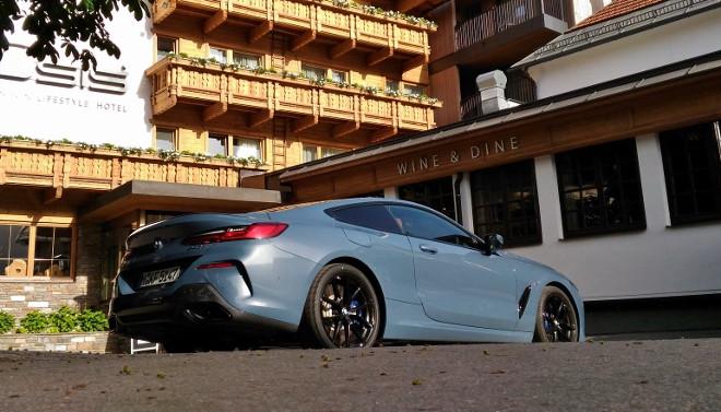BMW 840d Coupé Design, von hinten / Seite