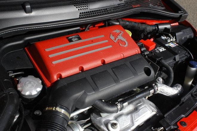 Abarth 595C Turismo Engine Rot