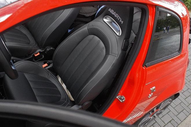 Abarth 595C Turismo Sitze schwarz