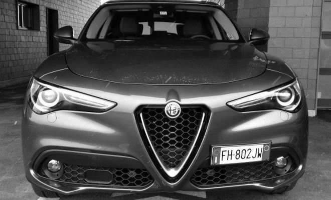 Alfa Romeo Stelvio vorne