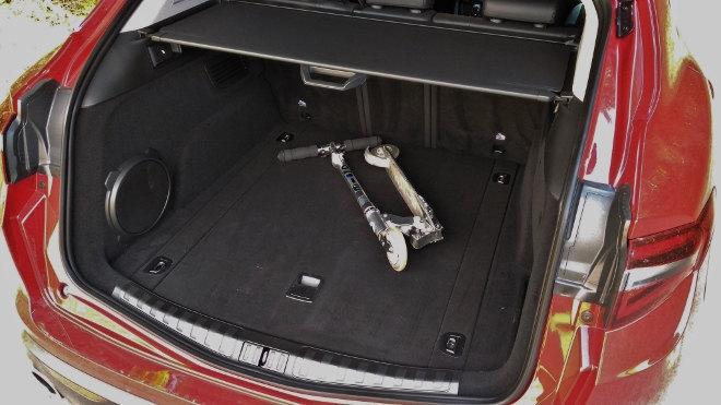 Alfa Stelvio SUV Kofferraum, Volumen, Tiefe, Bass