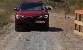 Alfa Stelvio SUV, Rot, Front, Licht