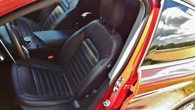 Alfa Stelvio SUV, Sitz, Vordersitz, Ledersitze, Leder schwarz