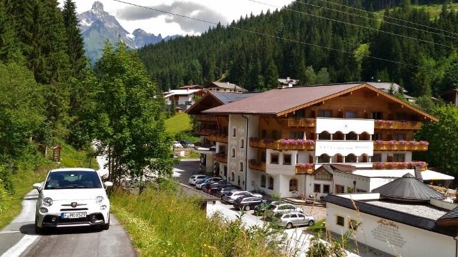 Alpenhof in Filzmoos, Abarth 595 esseesse, Bischofmuetze