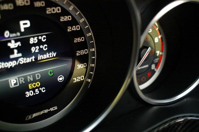 Mercedes E63 AMG S, Tacho, 300