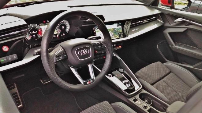 Audi A3 Sportback Innenraum und Lenkrad S-line