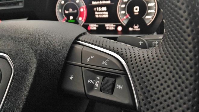Audi A3 Sportback Llenkrad Tasten für Telefon, Sprachbedienung und Radio