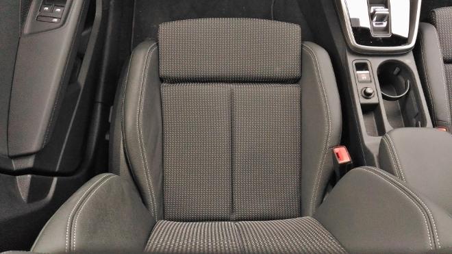 Audi A3 Sportback seitenhalt und Sitzwangen des Vordersitz