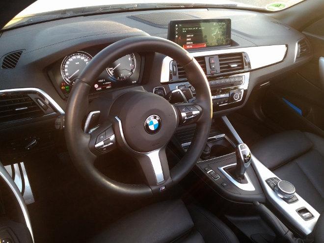 BMW 220i Cabrio Cockpit