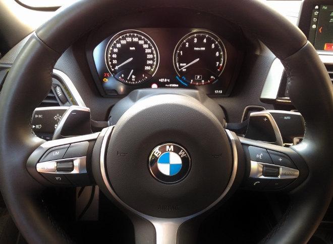 BMW 220i Cabrio Lenkrad M Sport