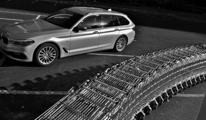 BMW 5er Kombi Seite silbern 2018, Touring