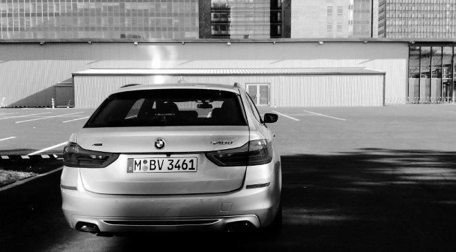 BMW 5er Kombi silbern, Heckpartie, 2018