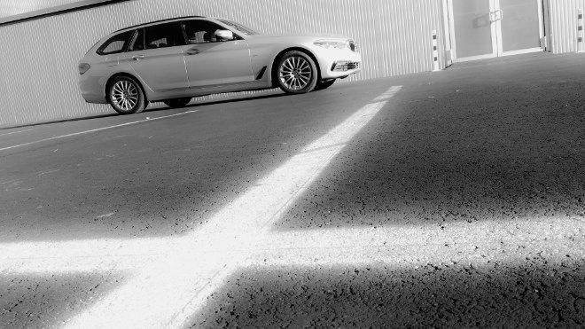 BMW 5er Touring Seite silbern 2018
