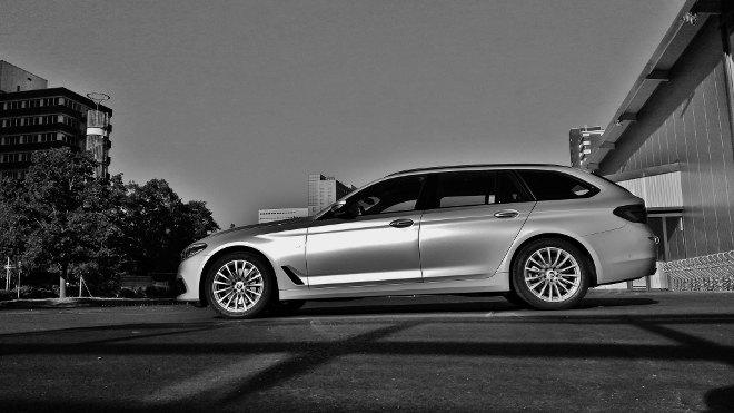 BMW 540d Touring Seite silbern