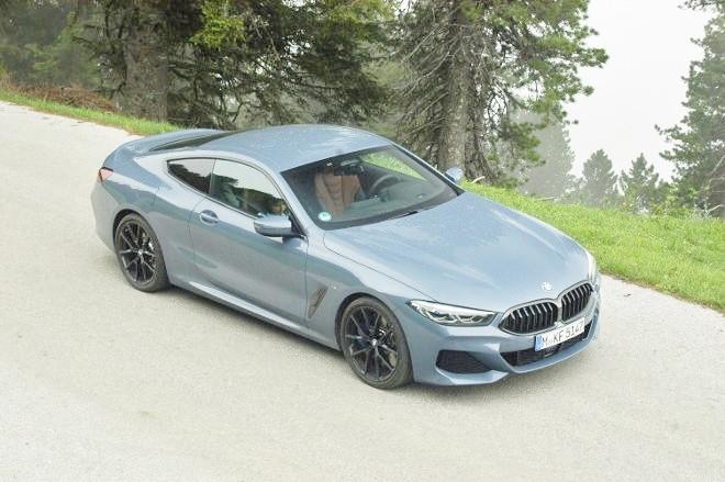 BMW 8er Coupe 840d Front und Seite