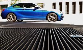 BMW M 240i Seite blau