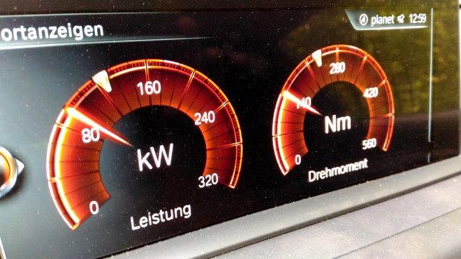 BMW M 240i Drehmoment Power Anzeige