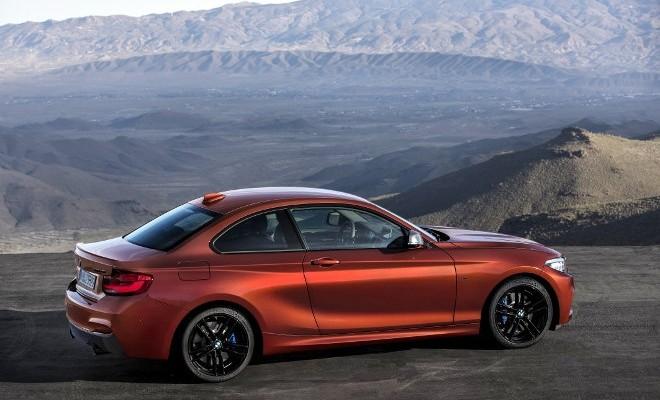 BMW M 240i Seite