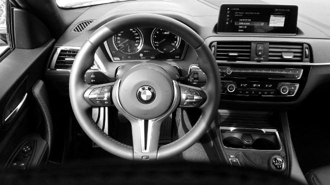 Cockpit und Lenkrad BMW M2 Competition