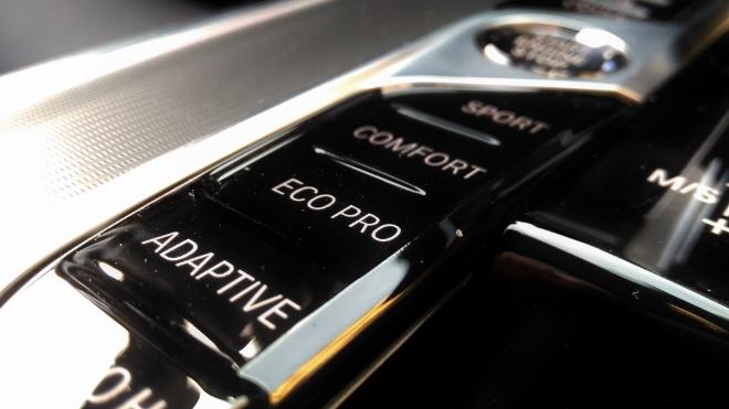 BMW X5 30d xDrive, Tasten des Adaptivfarwerk