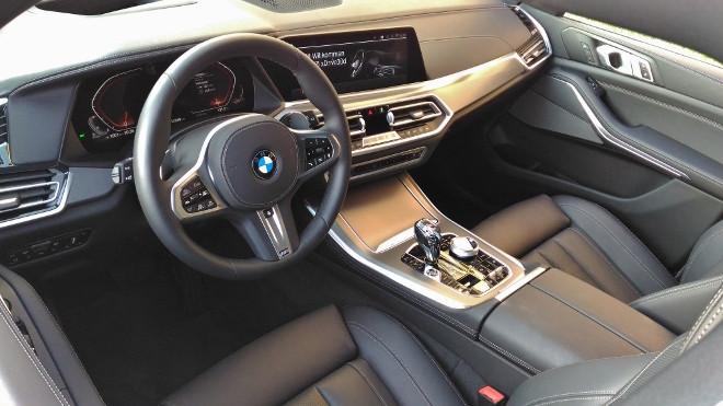 BMW X5 30d Armaturenbrett und Ledersitze in Schwarz