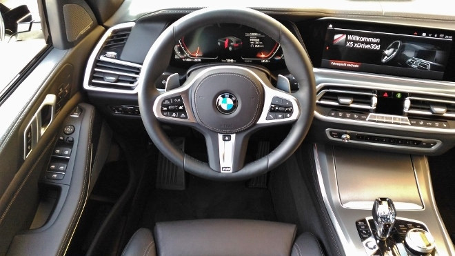 BMW X5 30d Armaturenbrett und Lenkrad