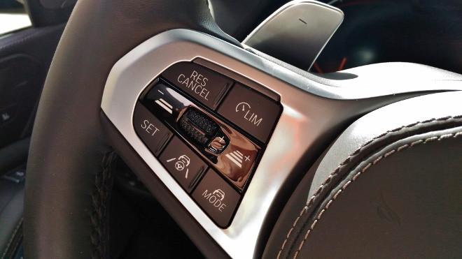 BMW X5 xDrive 30d Lenkradtasten für den Tempomat, Adaptiv-ACC Tempomat