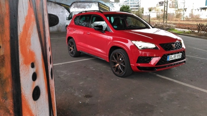 Cupra Ateca 300 PS in rot