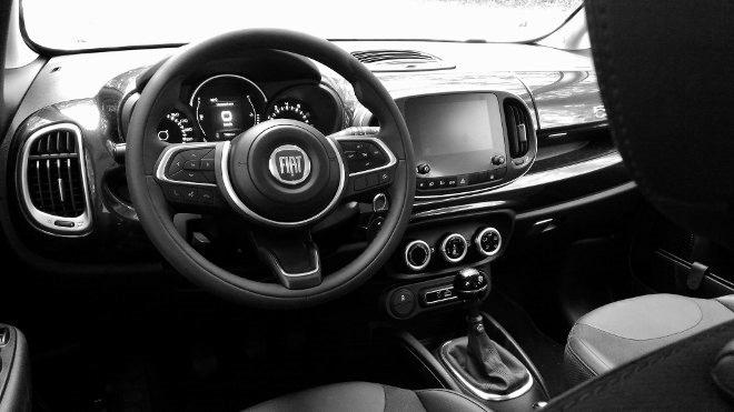 Fiat 500l Armaturenbrett, drinnen, Lenkrad