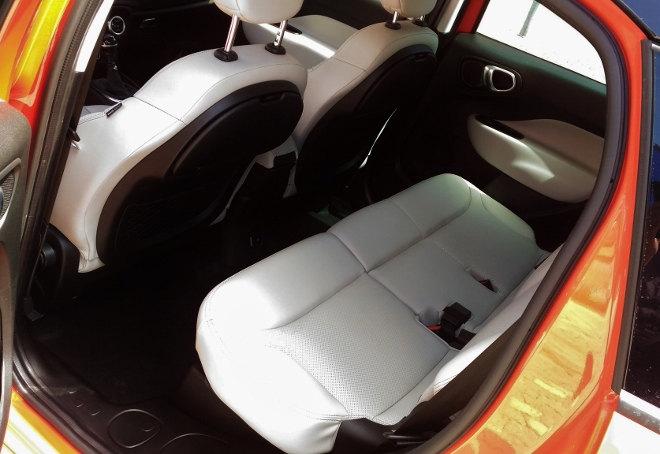 Fiat 500L Cross Facelift 2017 hintere Sitze weiss