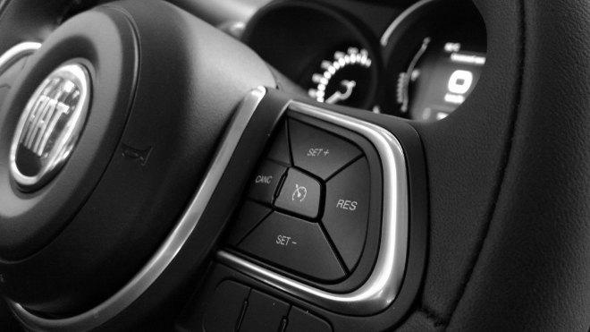 Fiat 500L Tasten am Lenkrad