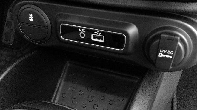 Fiat 500l USB-, AUX-Anschluss