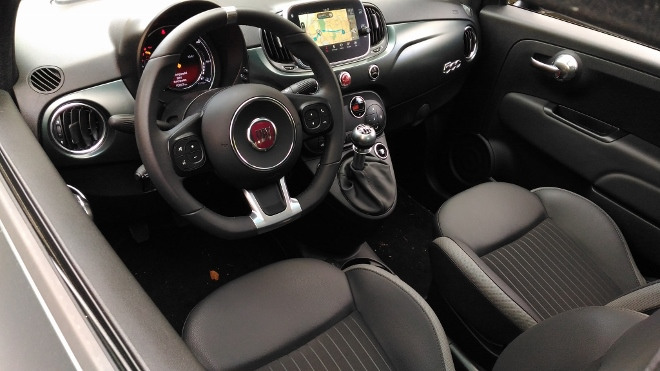 Innenraum Fiat 500 Hybrid