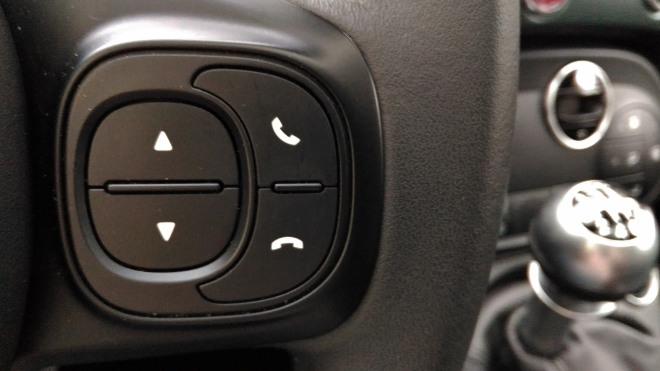 Telefon Taste am Lenkrad Fiat 500 Hybrid