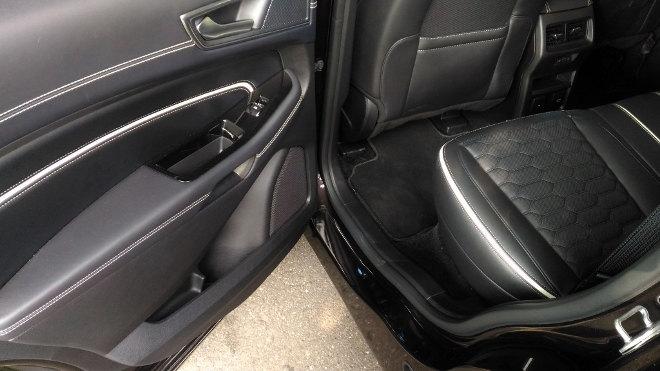 Ford Edge Vignale Sitze hinten, Leder, Einstieg
