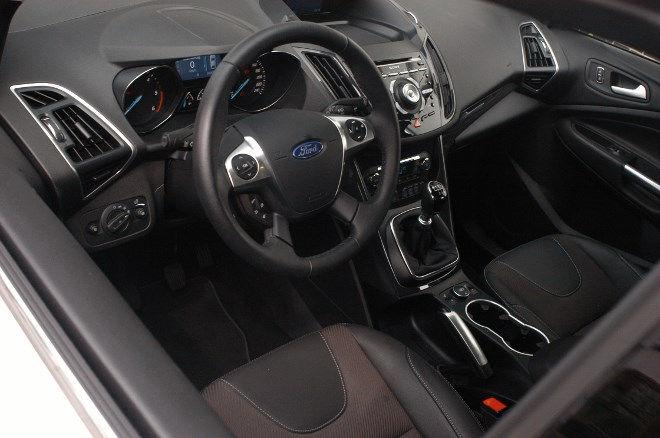 Ford Kuga 2.0 TDCI Diesel Test Armaturenbrett