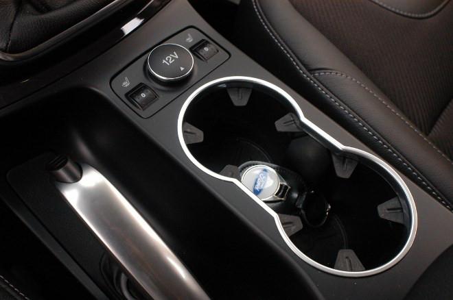 Ford Kuga 2.0 TDCI Diesel Test Becherhalter
