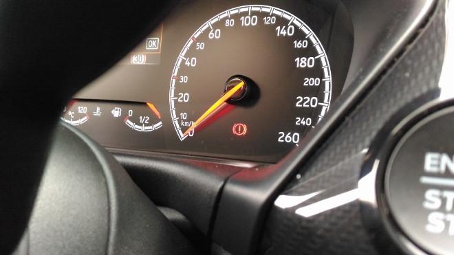 Ford Fiesta ST Dreizylinder Tacho und Tankanzeige