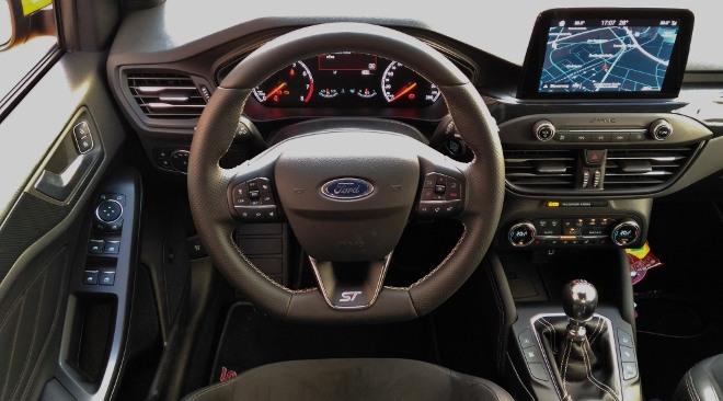 Lenkrad und Armaturenbrett Ford Focus ST 280 PS