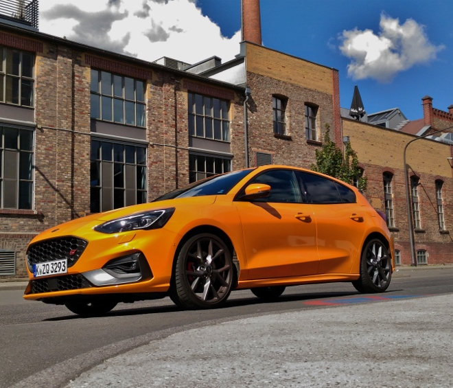 in Orange Ford Focus ST 280 PS