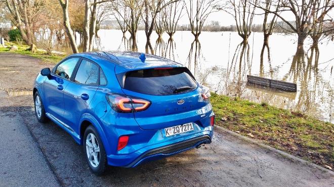 Ford Puma Hybrid in Blau