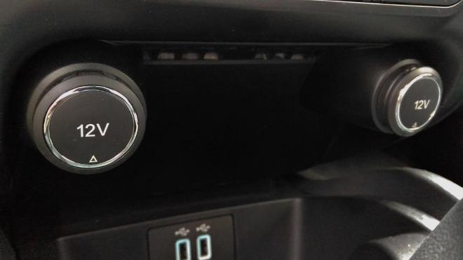 12V und USB Anschluss Ford Ranger Pick up