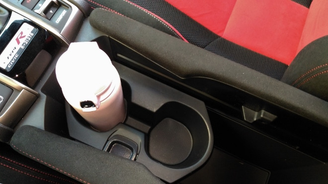 Honda Civic Type R 320 hp Cupholder