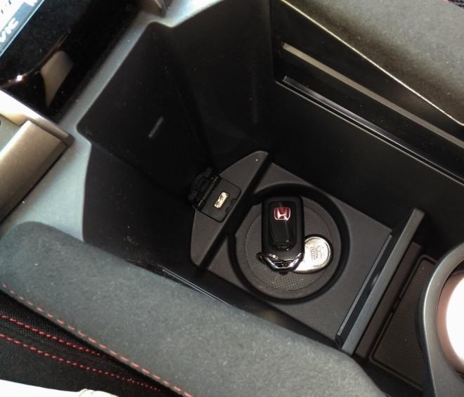 Honda Civic Type R 320 hp Ablage auf der Mittekonsole