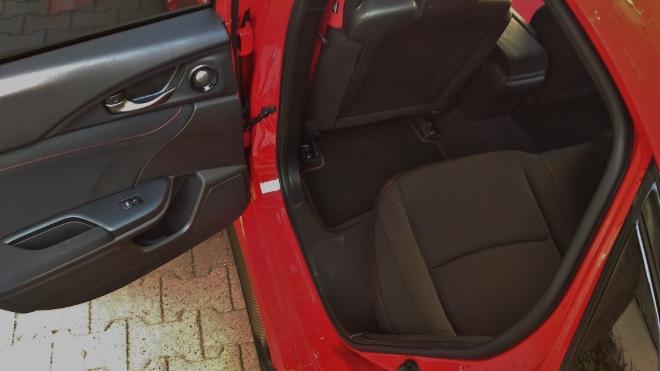 Honda Civic Type R 320 hp hinten sitzen