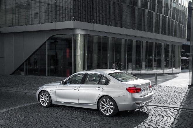 IAA 2015 BMW 330e Hybridauto